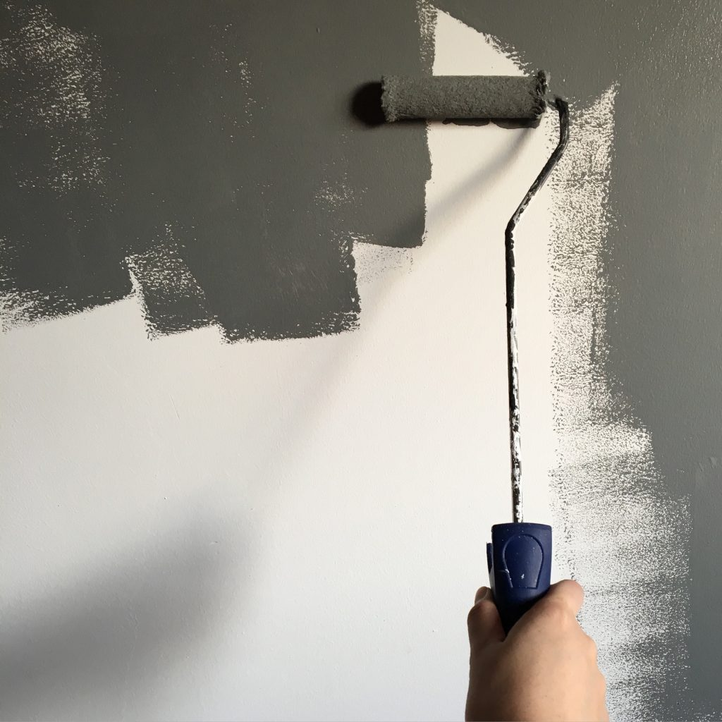 ::Downloads:person-holding-paint-roller-while-painting-the-wall-994164.jpg